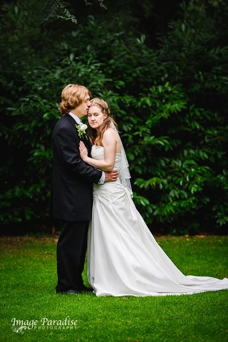 Bride & groom portraits in the garden of Stanshawes