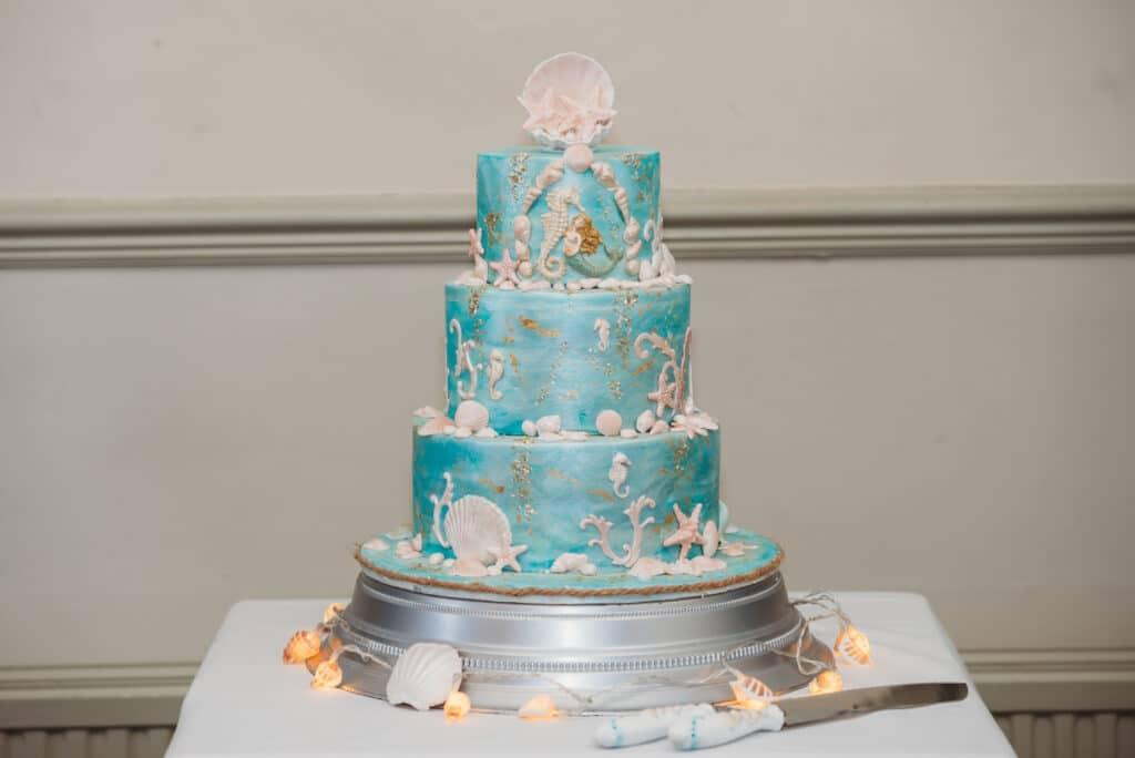 beach-theme-wedding-cake-photography